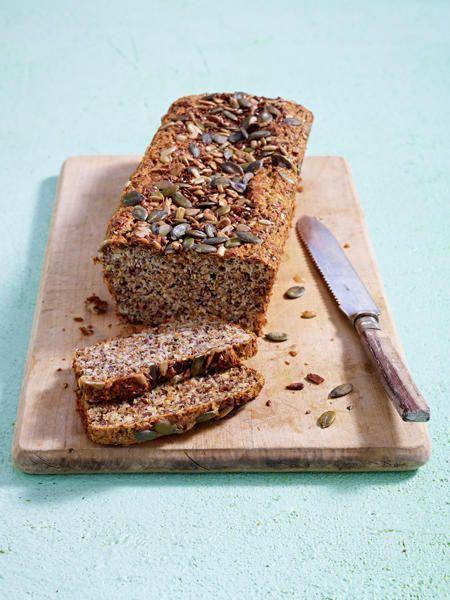 Die leichte Alternative zum klassischen Brot? Das Eiweißbrot. Vorsicht vor der Fettfalle beim Bäcker! Backen Sie Ihr Eiweißbrot mit 60