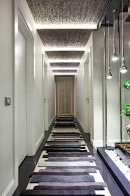 Projekty,  Korytarz, przedpokój i schody zaprojektowane przez Mimoza Mimarlık