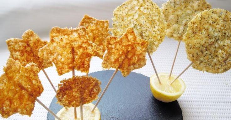 Qué ricas están y qué bien quedan como entante o aperitivo las piruletas de queso. Esta receta nos la dan desde el blog MANDARINAS Y MIEL.