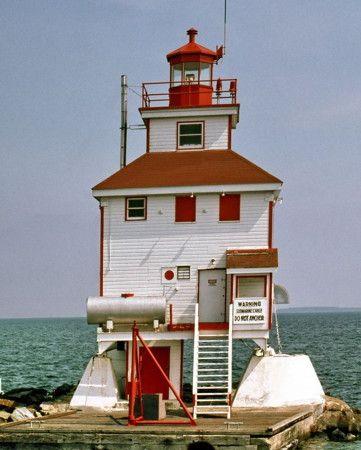 Thunder Bay Main #Light - Ontario, #Canada http://www.roanokemyhomesweethome.com