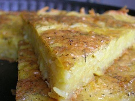 Картофельная запеканка - тертый картофель с сыром и чесноком.