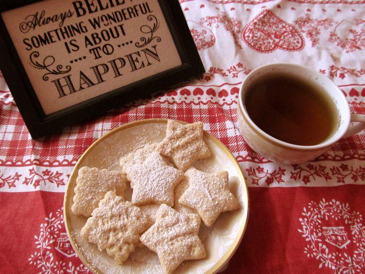 Ginger biscuits  http://atelier-carmen.blogspot.ro/2014/12/biscuiti-cu-ghimbir-si-scortisoara.html