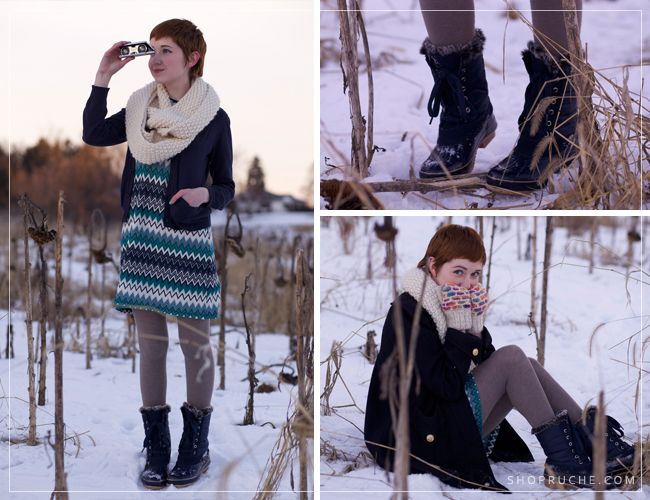 Rebecca from The Clothes Horse is staying warm in the snow with leggings, a scarf, and our Khombu boots!