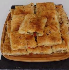Çok Lezzetli bir börek yapmak isteyenler mutlaka bu tarifimi denesin. Tepsiye hazırlayın, buzdolabında beklesin. Ertesi gün pişirin bu kadar kolayǶ..