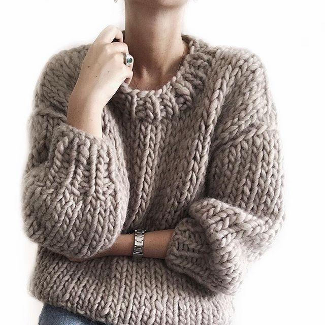 """""""Sembrano piccolezze vane, eppure i vestiti hanno, dicono, compiti più importanti del tenerci semplicemente al caldo. Cambiano il nostro modo di vedere il mondo, e il modo in cui il mondo ci vede.""""(Virginia Woolf)  Capi realizzati interamente a mano, con filato di grandi dimensioni ed eccellente qualità, per adulti e bambini.  #fmc #fmcatelier #fattoamano #handmade #handknit #knit #knitting #knittersofinstagram #kids #igersitalia #ootd #outfit #outfitoftheday #notonlymama #workinprogress…"""