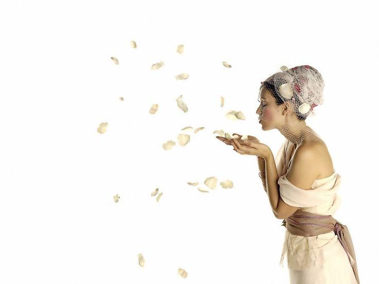Белые - заставки для мобильных телефонов: http://wallpapic.ru/art-photos/white/wallpaper-41996