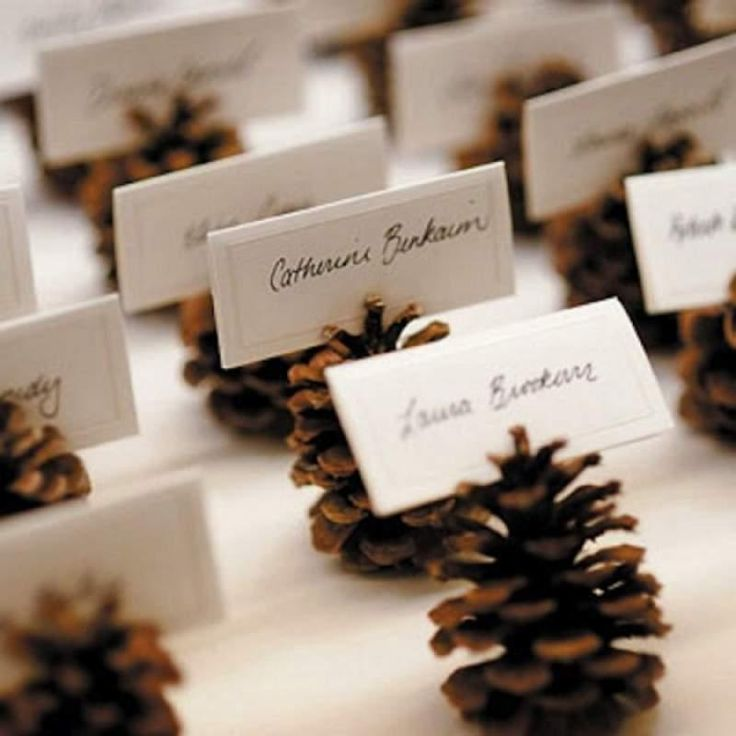¡Todos a la mesa! 10 Ideas geniales para nombrar a nuestros invitados y un detalle que marca la diferencia.