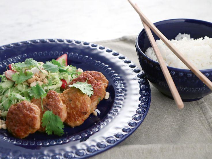 Thai chicken patties med krispig kålsallad   Recept från Köket.se