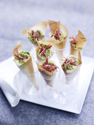 Cornet croustillant de jambon Serrano, mousse de chèvre au basilic