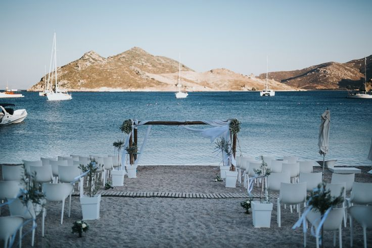 Choose between an elegant reception, a cocktail party, a christening, a gala dinner, a typical barbecue or a party at the beach. Whatever you imagine, we can make it happen!