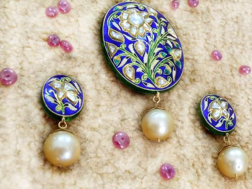 Indian Enamel (Meenakari) and Gold Foil Inlay (Kundan) work with ruby, emerald and other precious stones on Pendant and Earings