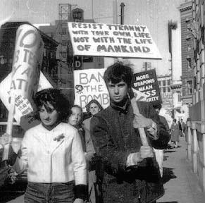 http://utafebruary2010beatniksandhippies.blogspot.co.uk/2010/04/19602-hippie-make-love-not-war.html