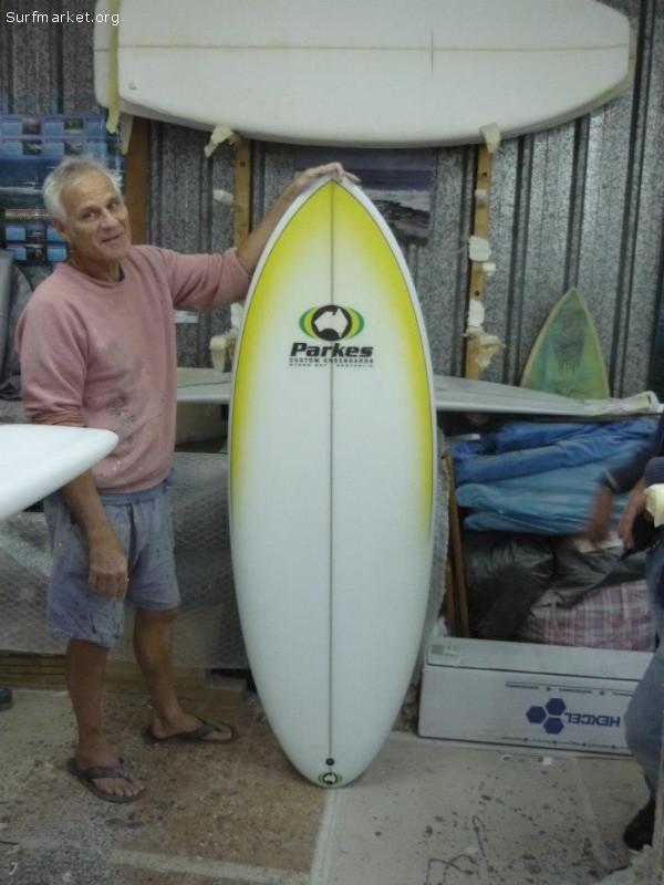 Se vende Kneeboard Parkes semi nueva 350€ Surfmarket