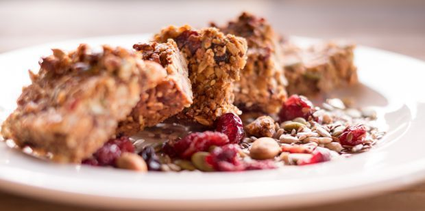 On the go but want a snack that's healthy and nutritious? Try these crunchy seed & nut bars. Naturally delicious!   #gf #df #recipe #food #health #UnimedLiving