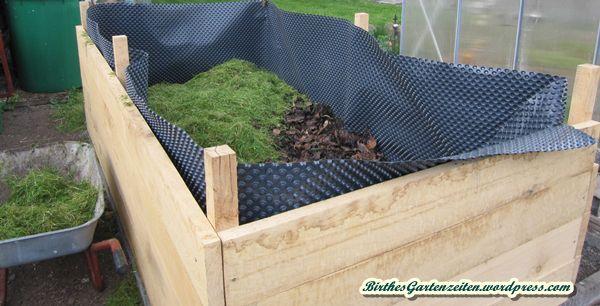 3. Schicht Füllung Hochbeet: Frischer, unfertiger Kompost, 4. Schicht: Laub (recht dünn, Reste vom Vorjahr), 5. Schicht: Frischer Grasschnitt