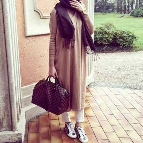long neutral shirt dress- How to wear shirt dress with hijab http://www.justtrendygirls.com/how-to-wear-shirt-dress-with-hijab/