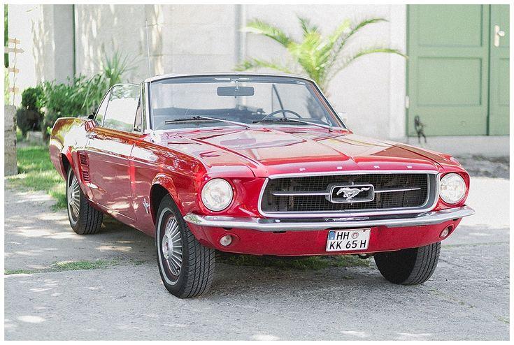 Ein schöner roter Mustang als #Hochzeitsauto