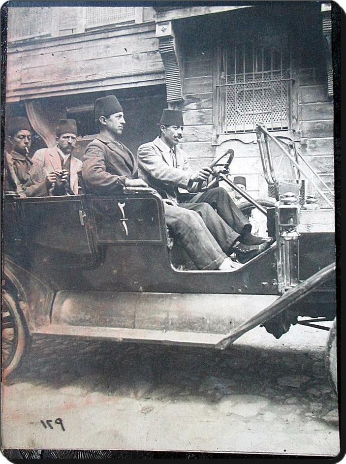İstanbul'un ilk taksi şoförlerinden ; Pangaltılı Apik