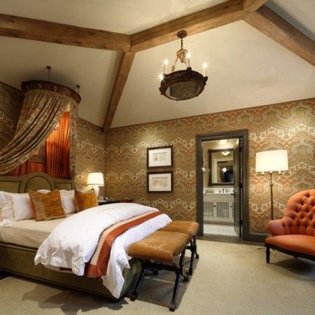 mediterranean bedroom decor with Tuscan style wallpaper and interior fabrics