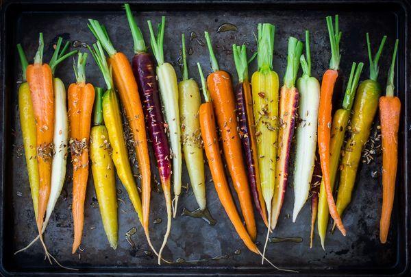 Farbenfrohe, alte Karotten Sorten - Food Fact: Wir kennen Karotten hauptsächlich orange, weil ein holländischer Botaniker seiner Königin huldigen wollte und orange Karotten züchtete.