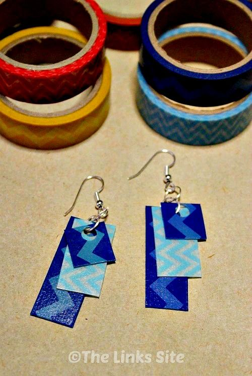 These earrings are very quick and easy to make using recycled plastic and washi tape! thelinkssite.com