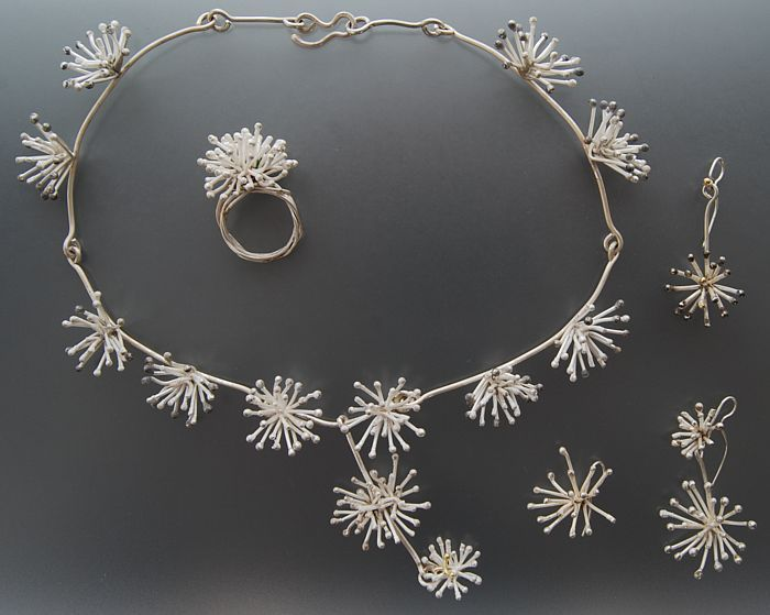 Contemporary New Zealand Jewellery by Penelope Barnhill