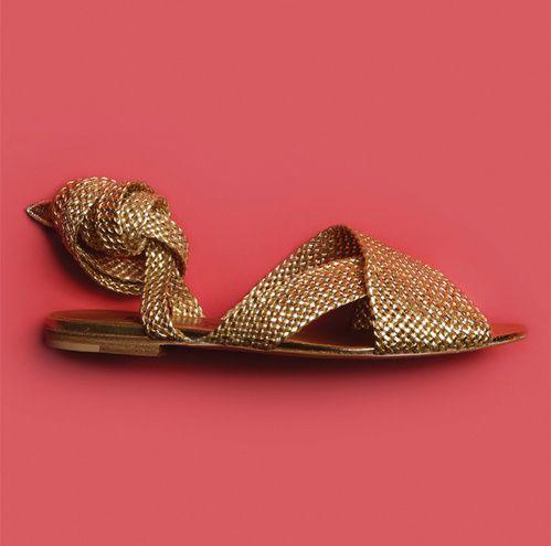Les chaussures sandales tressées dorées Noah de Michel Vivien pour l'été