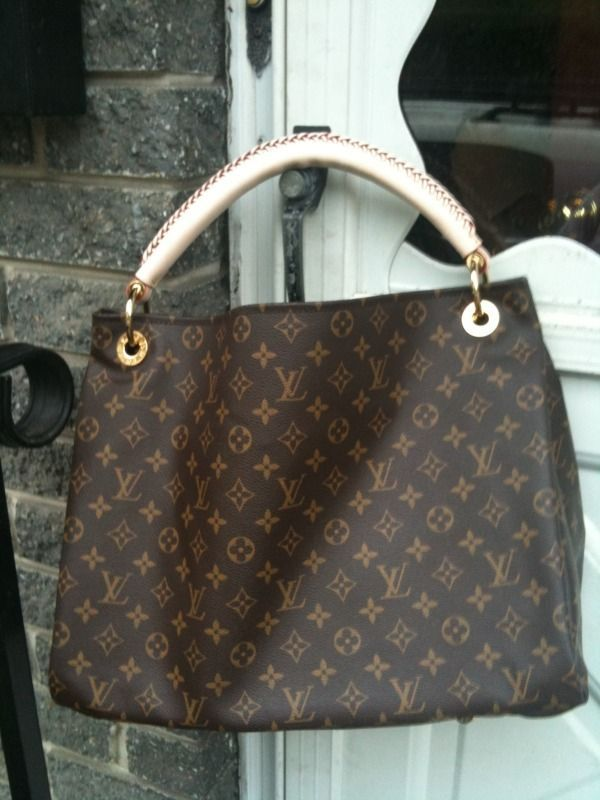 I LOVED this bag and really NEED another one in my life!!! It held  EVERYTHI…  5b9ccb0dbebaf