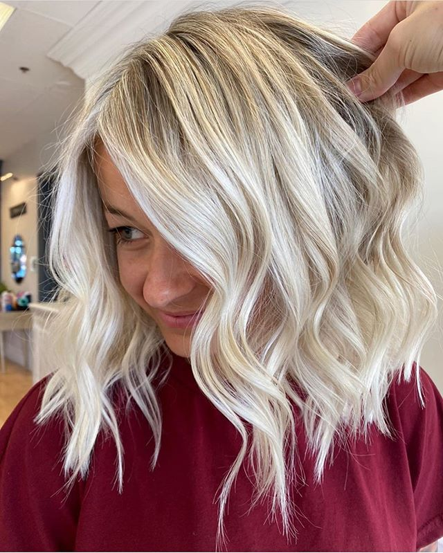 45 Stilvolle Frisuren Mittellang Stufig In 2020 Balayage Frisur Stilvolle Frisuren Rote Balayage Haare