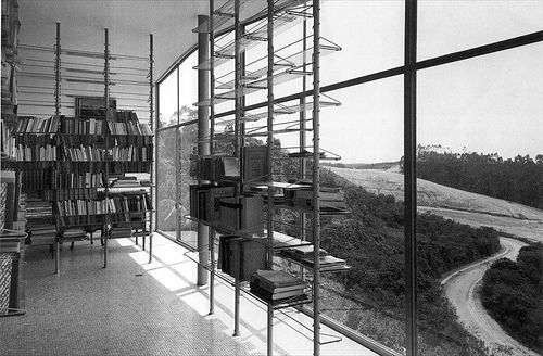 Casa de Vidrio / Lina Bo Bardi - floating bookshelves