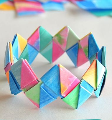 How to make folded  paper (origami) bracelets - craft for kids // Egyszerű origami karkötő papírból - ékszer papírhajtogatással // Mindy - craft tutorial collection