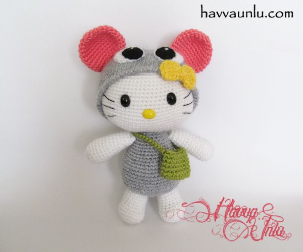 hello kitty in mouse costume