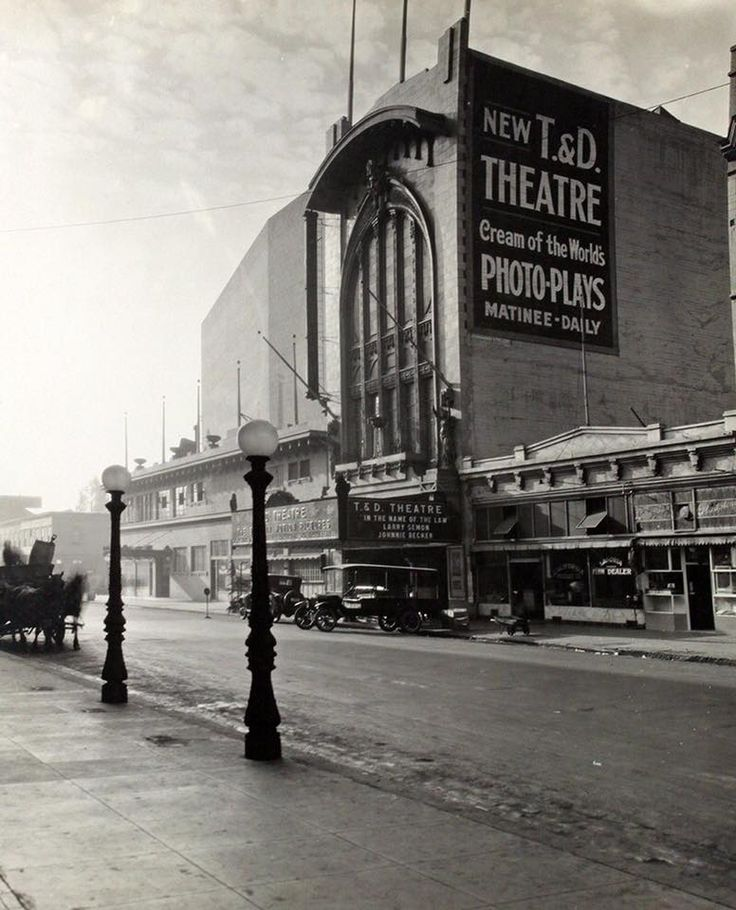 Oakland 1916 Nice Photo Of The T D Theatre On 11th Street It Was A Large Grand Theatre In Its Heyday Oakland Richmond California Oakland California