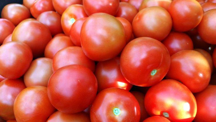 Vad har hänt med tomaterna? Daniel Öhman och Malin Olofsson är tillbaka med nya delar i den prisbelönta serien Matens pris och granskar hur nyttiga grönsakerna ...
