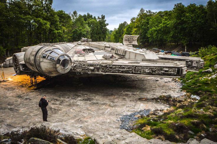 Star Wars 8: Quelques photos du Faucon Millenium à Longcross   Star Wars HoloNet