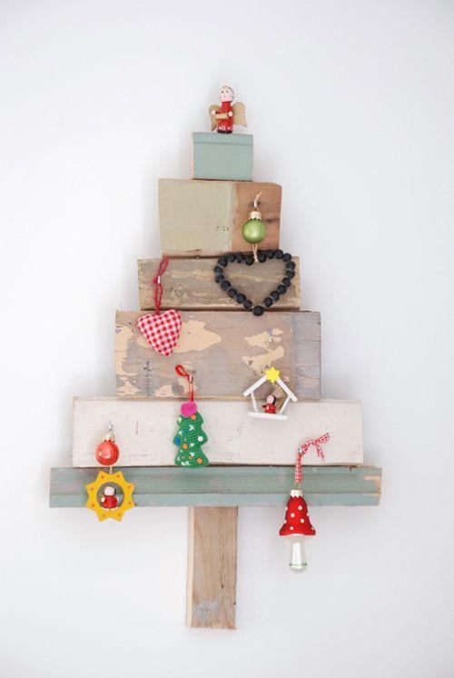 arbol de navidad de madera  http://www.decopeques.com/category/general/page/15/