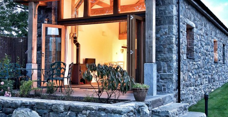 Stone Cottage with Patio