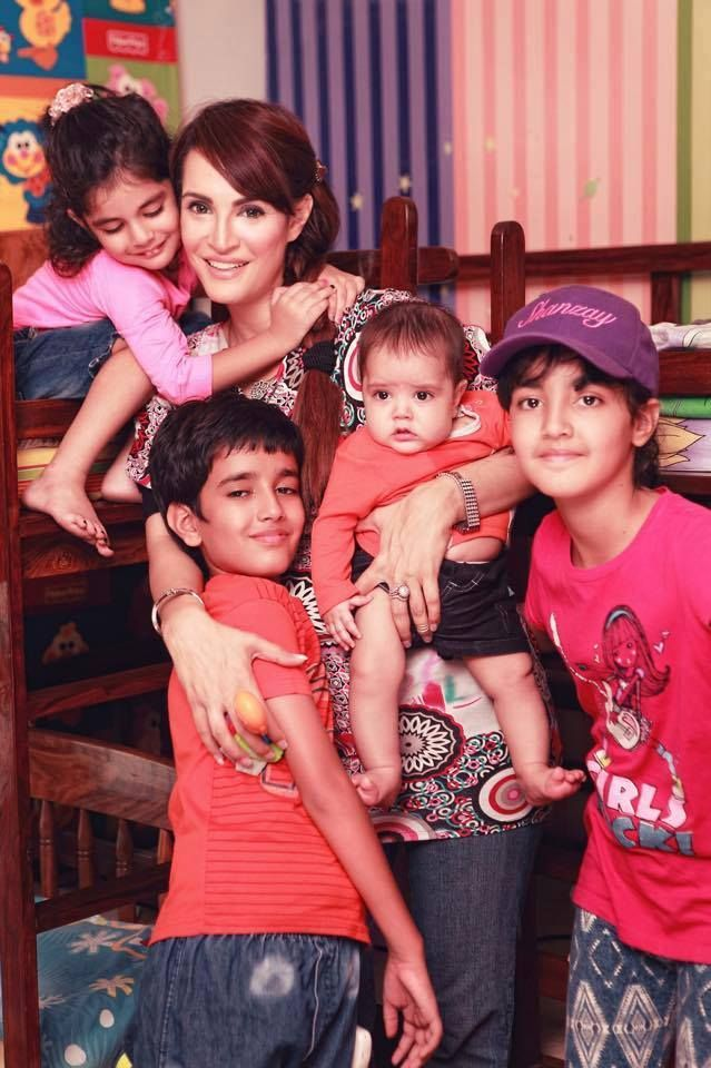 Latest Pictures Of Model Nadia Hussain with Her Kids Beautiful Clicks
