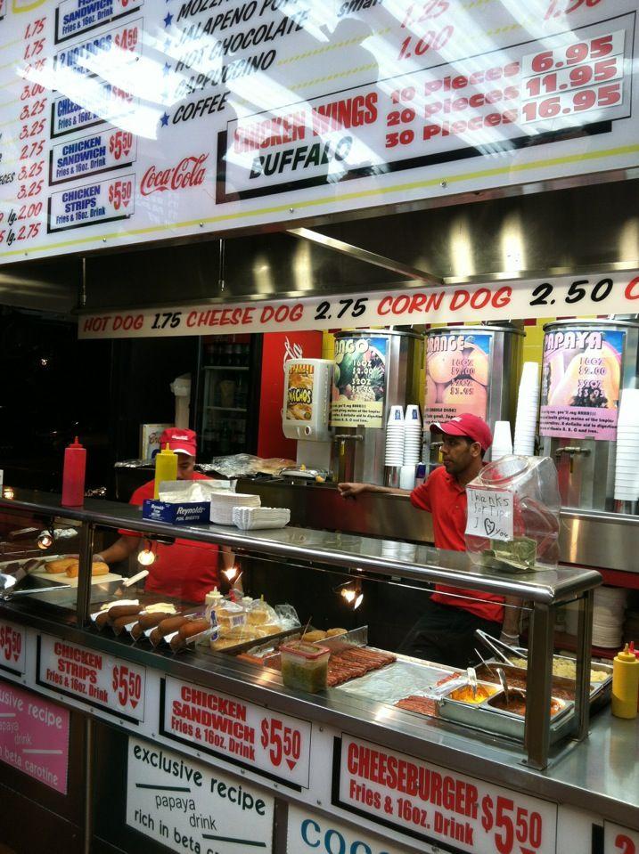 Papaya Dog à New York, NY Stand de hot-dog, peu cher.