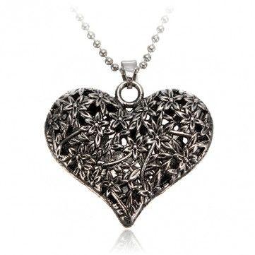Hollow Flower Peach Heart Necklace