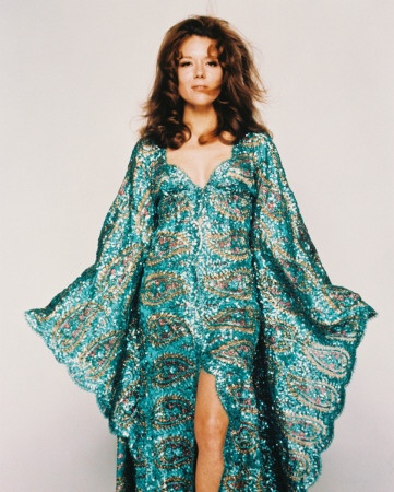 Diana Rigg in Tracy's suicide Bond dress - total 60'es glamour