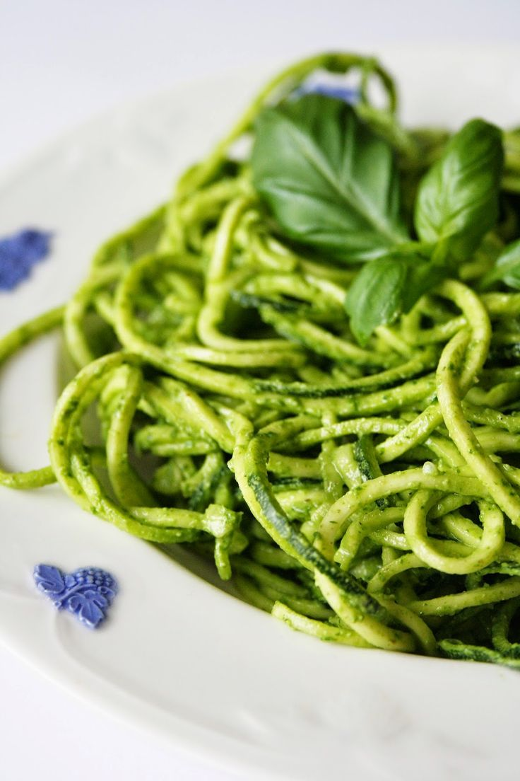 Yogi Dietitian: Raw Pesto Pasta