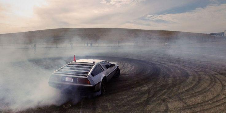 L'Université de Stanford a transformé une mythique DeLorean en une voiture autonome pour étudier la cinétique des burns. La MARTY (Multiple Actuator Research Test bed for Yaw) est bien réelle même si elle ne permet pas de reproduire les prouesses du film Retour vers le Futur. Chris Gerdes et ses étudiants du Revs Centre de …
