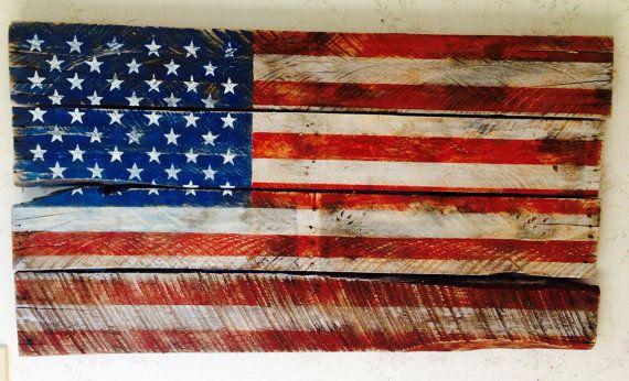 Drapeau américain faite d'une vieille palette rustique et patriotique