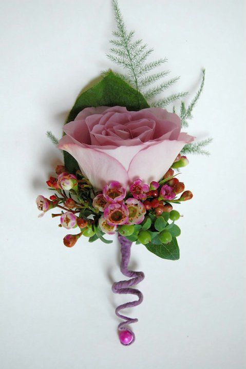 Groomsmen boutonnière, single rose- double rose for Groom