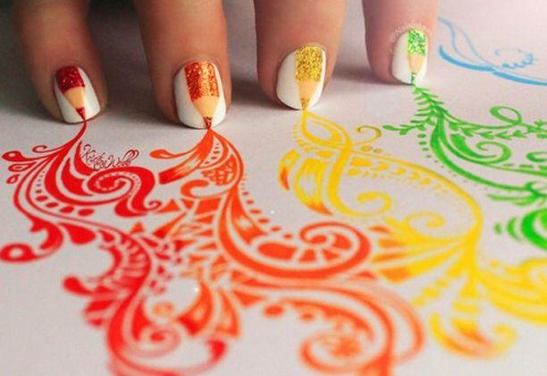 Regenboog kleur tekeningen met nagels met tekeningen van potloden