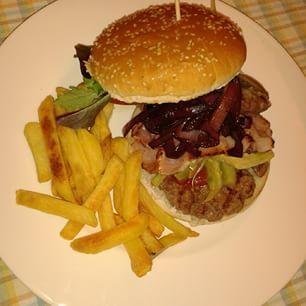 Il #fastfood secondo Mauro: hamburger di manzo, bacon croccante, carciofi, cipolla rossa cotta, cetriolini, pomodoro insalataro, insalatina misticanza, montasio fuso, ketchup fatto in casa  #cucina #casalinga - #mypersonalchef @mauro_maurino ♥♥♥ - #master