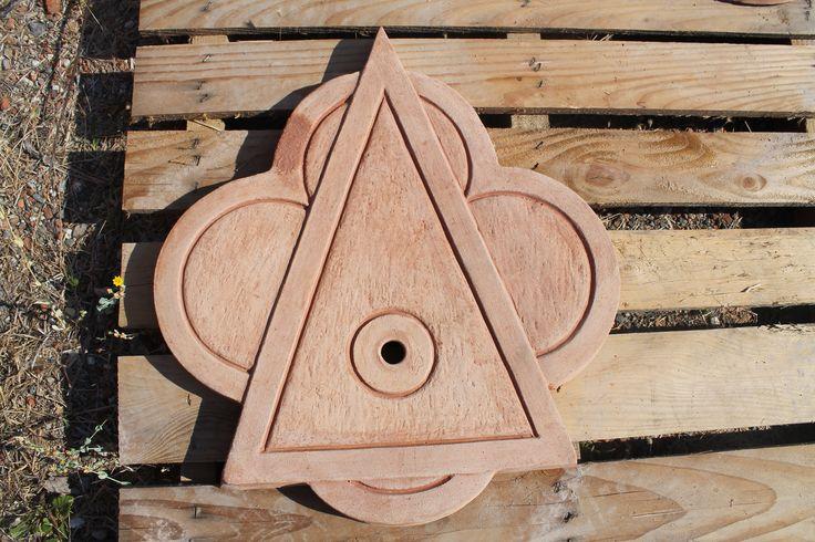 """""""Fontana triangolo grande"""" #terracotta_fontana #terracotta_fountain #triangle #fontana_terracotta #made_in_italy"""