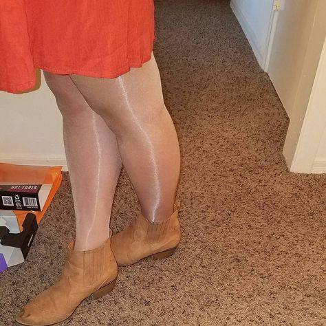 Ready for an early movie on this hot saturday. #pantyhoselegs #pantyhose #pantyhosefetish #legsinnylons #legsinhose #sexylegs #platino #platinocleancut #shinylegs #shinypantyhose #sheerpantyhose #legsintights #tightsfetish #tights #strumpfhose #stockingfetish #stockings