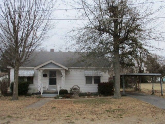 3 bedrooms, 1.5 bathrooms, central heat - natural gas, window air unit, living room, kitchen dining room combo with pantry, den or bonus room, utility room with storage. Also has as storm cellar. Shown by appointment Only! in Malden MO